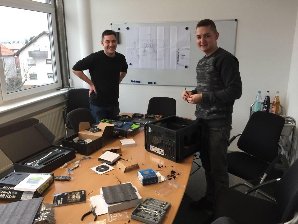 Unsere Azubis bauen den neuen Visualisierungs-PC selbst zusammen 2